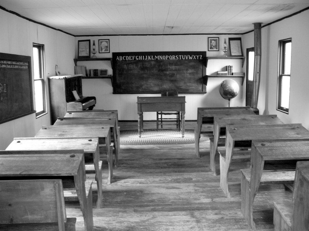 Adams_Corner_-_Schulhaus_2